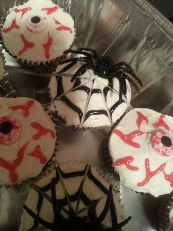 How to Make Tasty & Spooky Halloween Cupcakes - Spiders